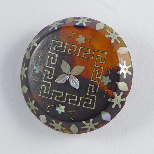 Brooch with inlays from the 19th century