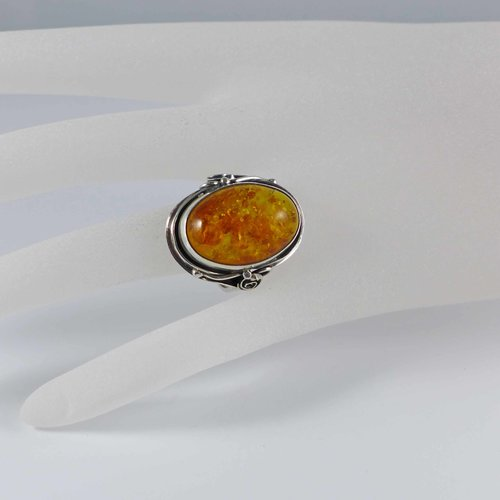 Handmade amber ring from the 1970s