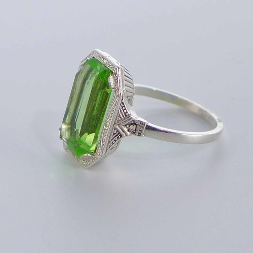 Silver ring with bright green crystal glass