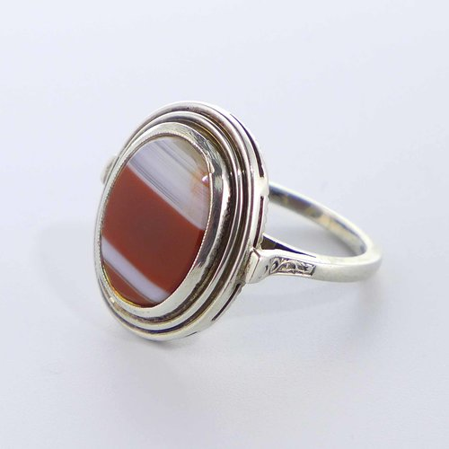Ring with red stripe agate
