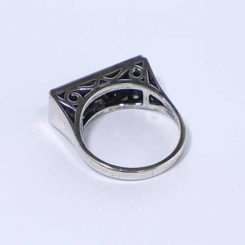 Art Deco ring with onyx