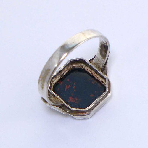 Signet ring with monogram MM or WW