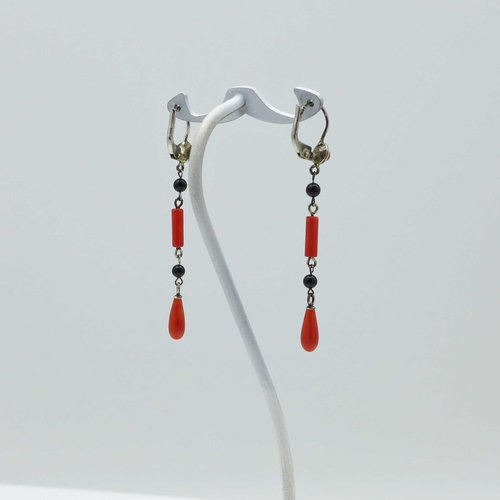 Long coral earrings with onyx