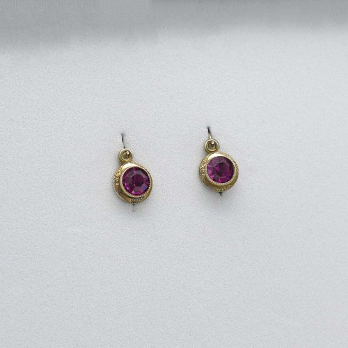 Small earrings with pink rhinestones