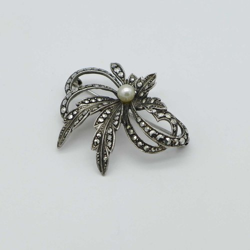 Markasite brooch with Akoya pearl