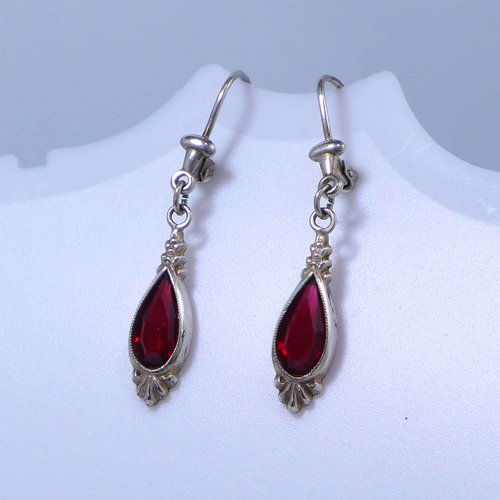 Earrings with red glass drops