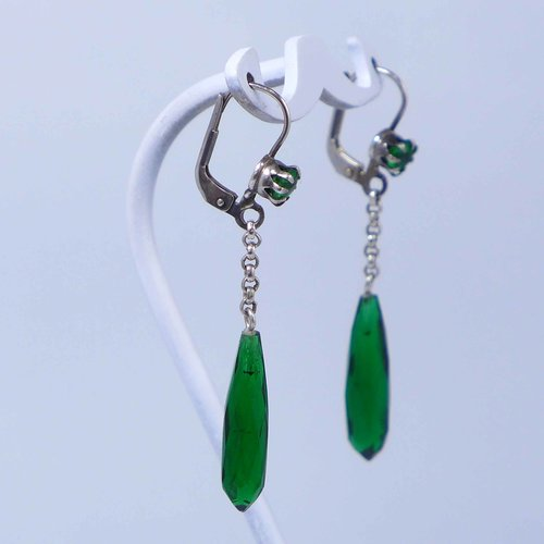 Earrings with faceted green grapefruits